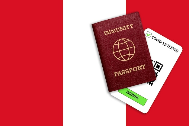 Conceito de imunidade ao coronavírus. passaporte de imunidade e resultado do teste para covid-19 na bandeira do peru.