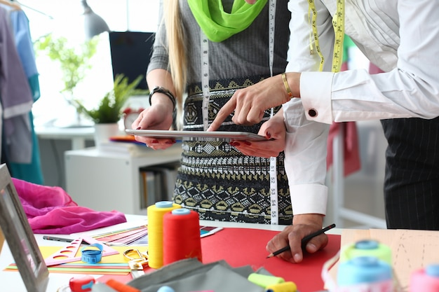 Conceito de indústria de costura de tecnologia de costura
