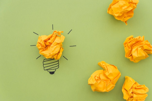 Conceito de inspiração com papel amassado