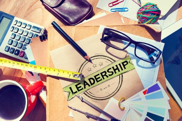 Conceito de instrutor de gestão autoritária de líder de liderança