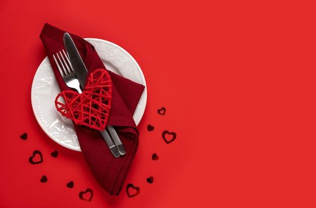 Conceito de jantar do dia dos namorados. vista de cima. cartão de dia dos namorados.