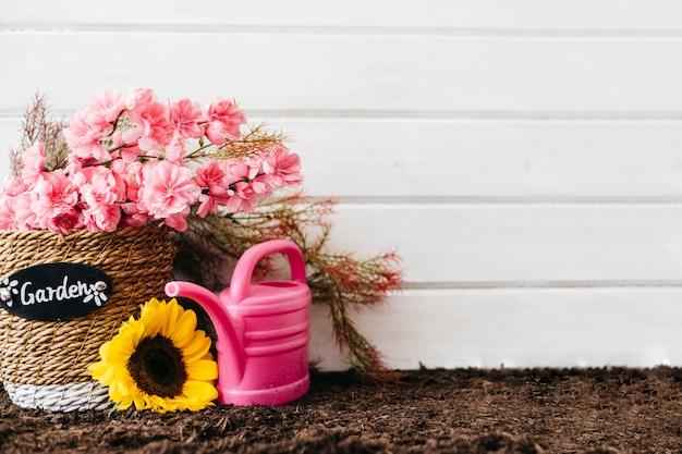 Conceito de jardinagem rosa com espaço