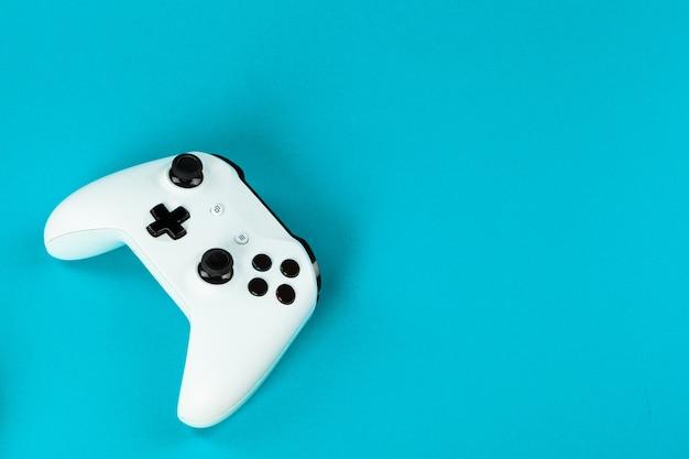 Conceito de jogo, joystick na cor,