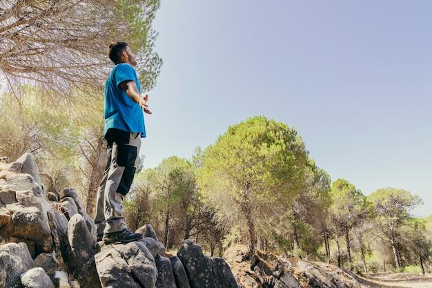 Conceito de liberdade do alpinista na rocha