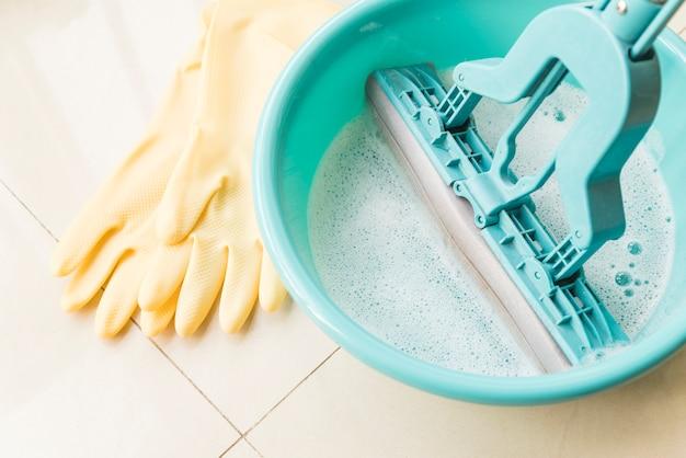 Conceito de limpeza com balde