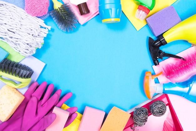 Conceito de limpeza com produtos de limpeza
