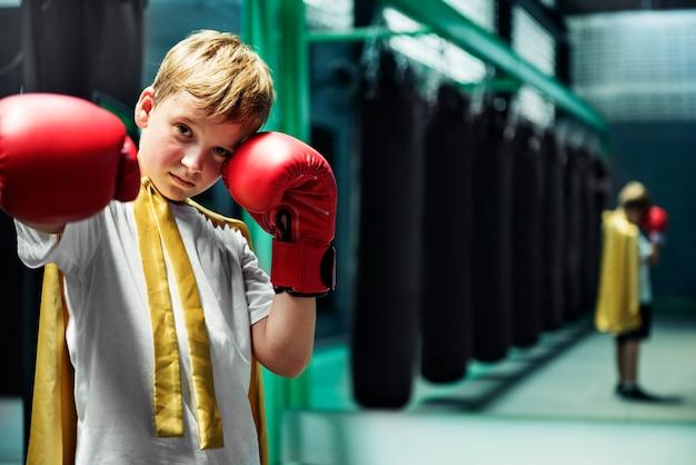 Conceito de lutador de força de boxer boy campeão super-herói