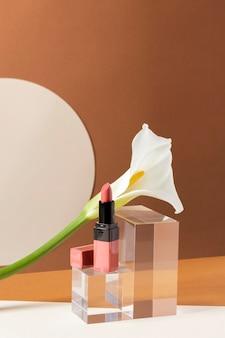 Conceito de maquiagem com batom rosa