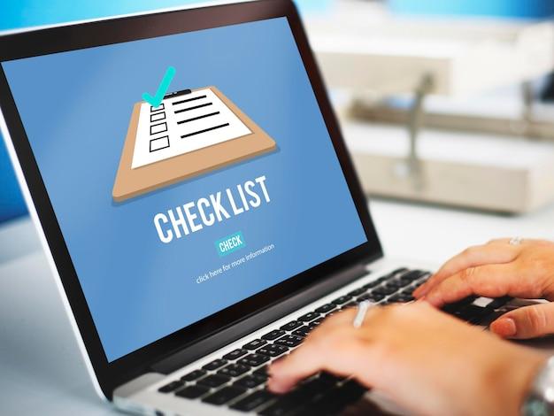 Conceito de marca de documento de decisão de lista de verificação