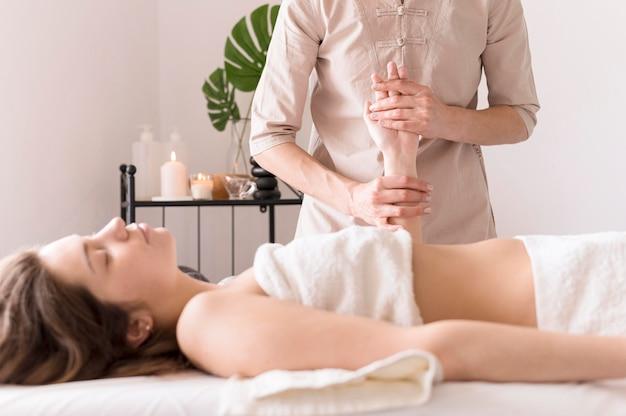 Conceito de massagem de mão