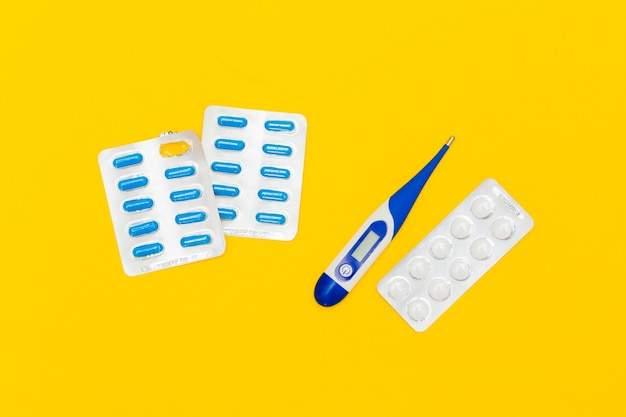 Conceito de medicina com comprimidos