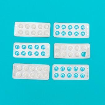 Conceito de medicina com vários comprimidos
