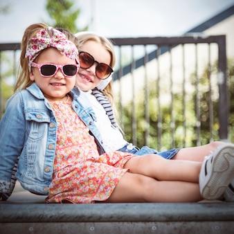 Conceito de meninas elegantes de amigo de irmã