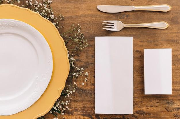 Conceito de menu de casamento com talheres