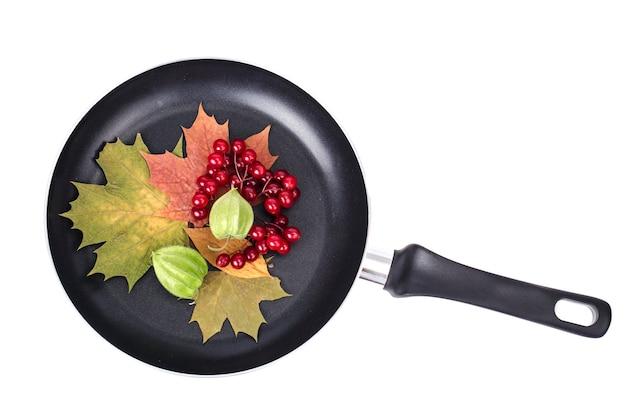 Conceito de menu, folhas de outono, utensílios de cozinha.