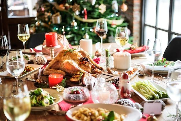 Conceito de mesa de jantar de família de natal