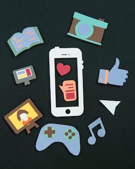 Conceito de mídia social com vista superior dos elementos