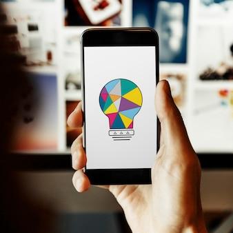 Conceito de mobilidade e criatividade na tela do smartphone