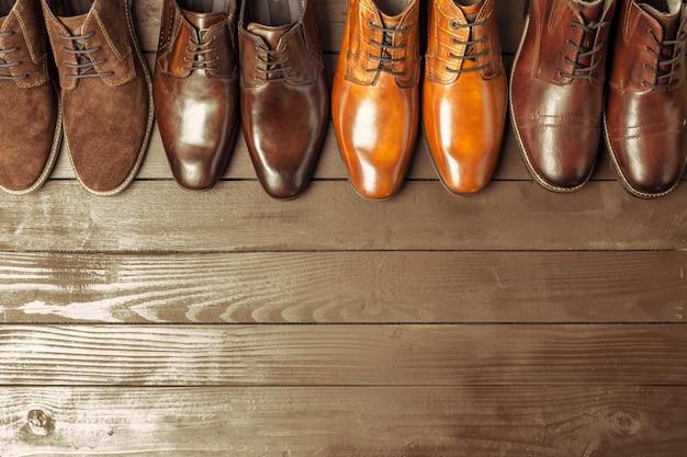 3cbea8218 Conceito de moda com sapatos masculinos em madeira