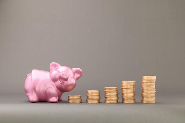 Conceito de moedas empilhadas financiar para aumentar a receita, investir em ações, negociar e economizar dinheiro