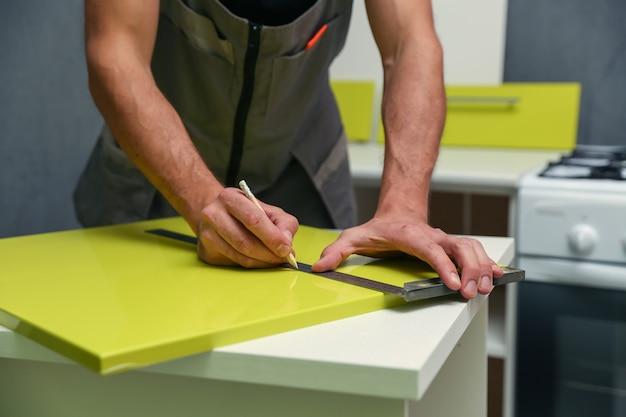 Conceito de montagem de móveis close up serviço de montagem de móveis