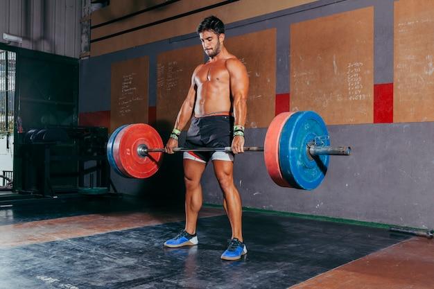 Conceito de musculação e ginásio com homem