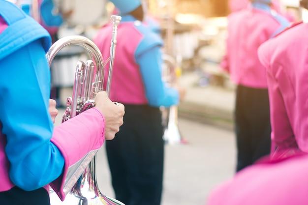 Conceito de música com banda militar na rua