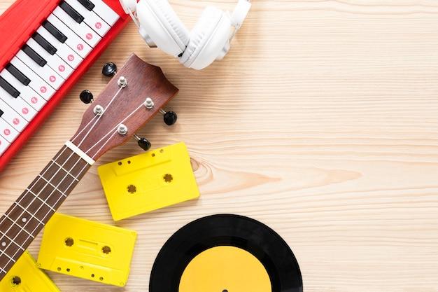 Conceito de música em um fundo de madeira