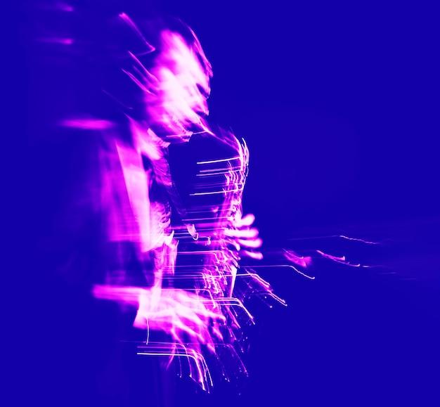 Conceito de música jazz. imagem borrada de movimento abstrato do saxofonista no palco. saxofonista enlouquecendo.