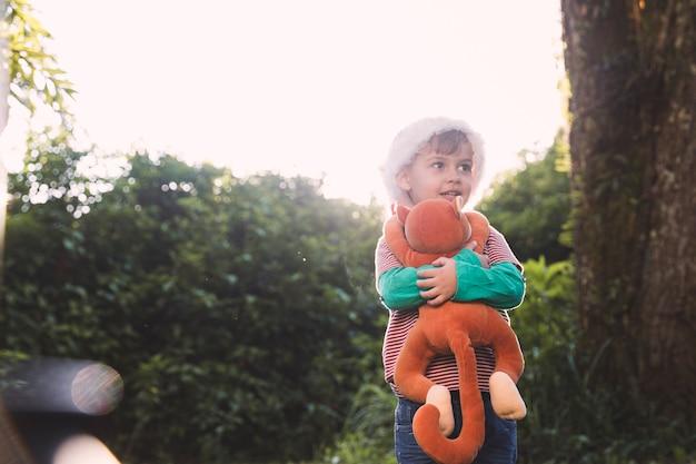 Conceito de natal com criança fora
