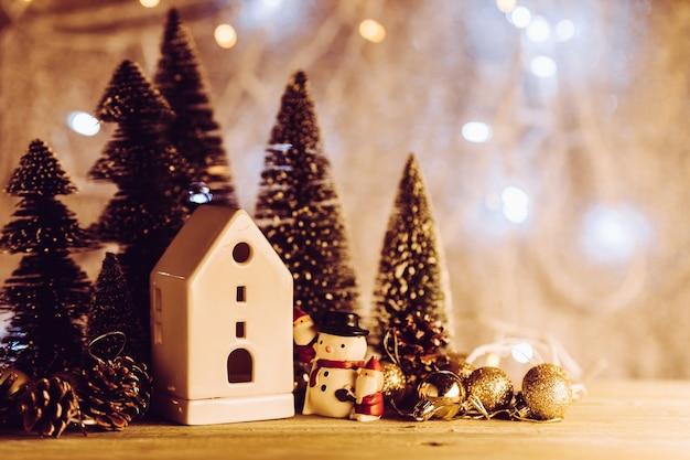 Conceito de natal e newyear com arranjo de itens de decoração em madeira