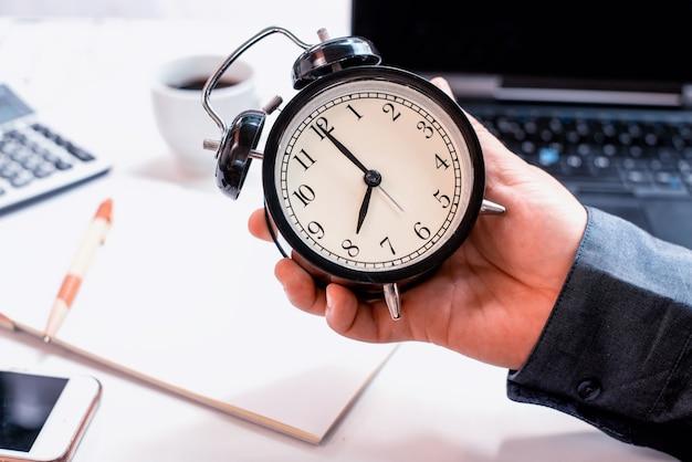 Conceito de negócios no tempo. novo começo do dia e pronto para trabalhar.