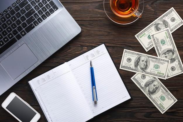 Conceito de negócios. trabalho de escritório, finanças e crédito. bancário.