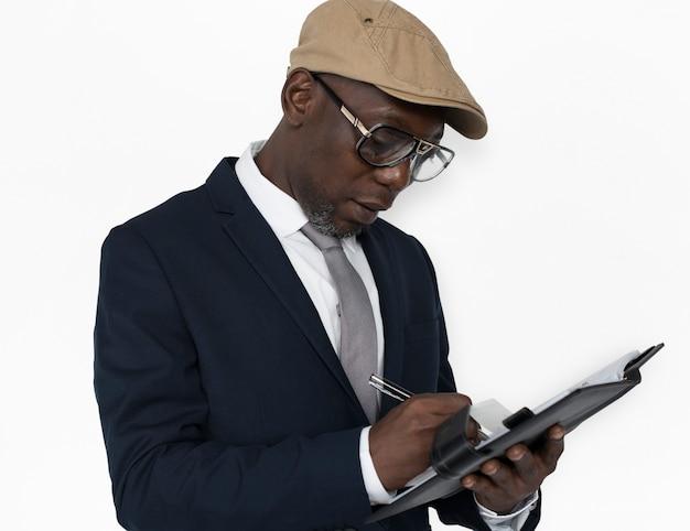 Conceito de notebook homem descida africana