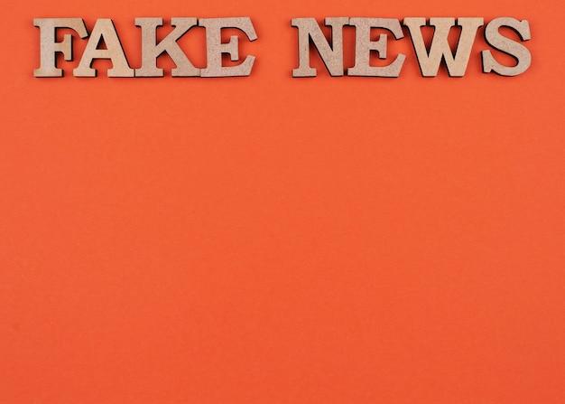 Conceito de notícias falsas plano com cópia-espaço