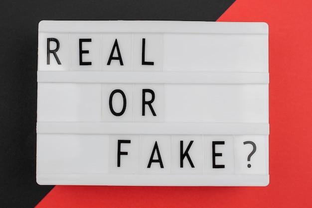 Conceito de notícias reais ou falsas plana lay