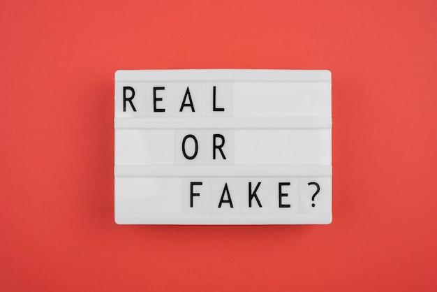 Conceito de notícias reais ou falsas