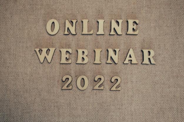 Conceito de números de madeira. seminário on-line on-line, jogos educacionais de negócios para crianças e adultos