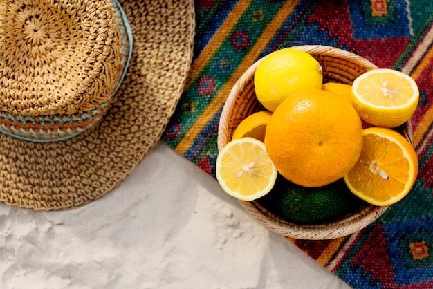 Conceito de nutrição natural de vitaminas de frutas tropicais