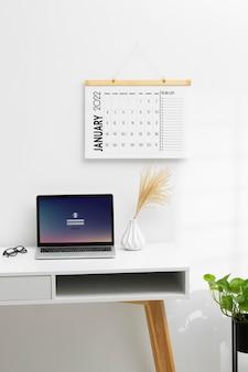 Conceito de organização de tempo com laptop