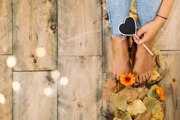 Conceito de outono com espaço à esquerda e pernas