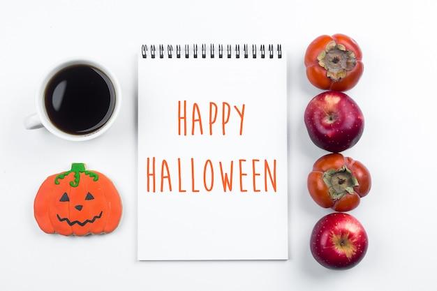 Conceito de outono outono de halloween. maçãs e caquis, biscoitos de abóboras de gengibre