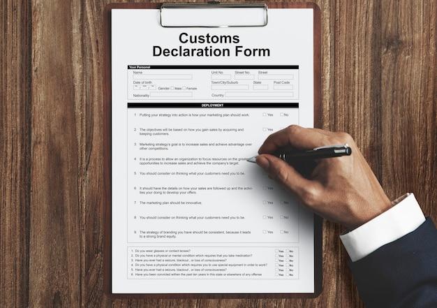 Conceito de pacote de frete de fatura de formulário de declaração alfandegária