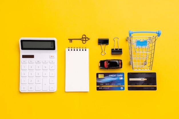 Conceito de pagamento on-line com vista superior do carrinho de compras
