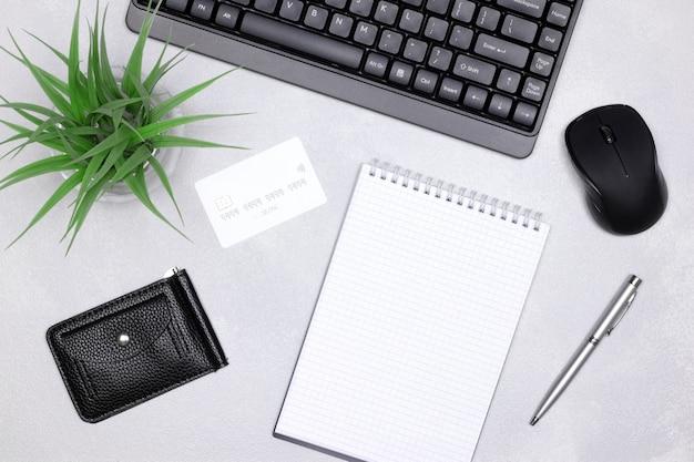 Conceito de pagamentos online de compras na internet da lista de compras