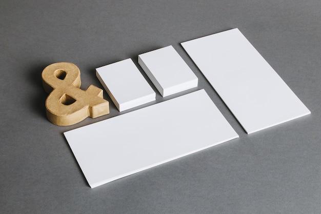 Conceito de papelaria com e comercial