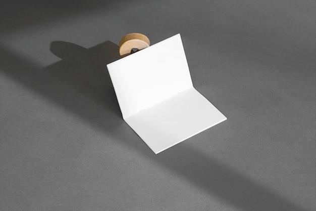 Conceito de papelaria com sombras