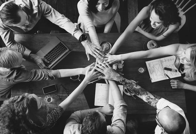 Conceito de parceria do team unity friends meeting