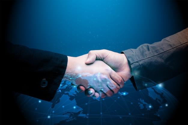 Conceito de parceria global com aperto de mão de empresário com ilustração gráfica mundial