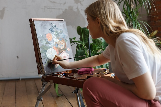 Conceito de passatempo, processo de pintura
